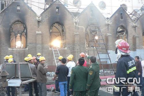 张家口一座百年天主教堂失火现大火被扑灭