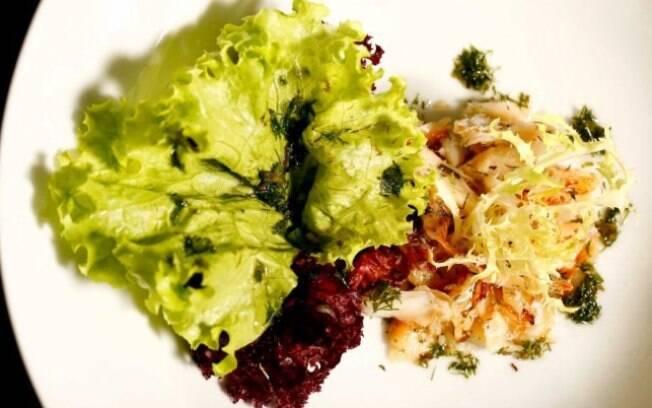 A salada é uma boa pedida para reutilizar o bacalhau ou fazer um prato simples ser incrementado