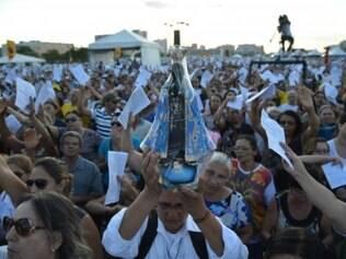 Procissão na Esplanada reuniu 15 mil pessoas, segundo a Polícia Militar