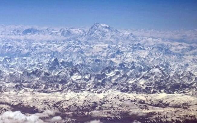 A variedade incrível de picos brancos do Himalaia