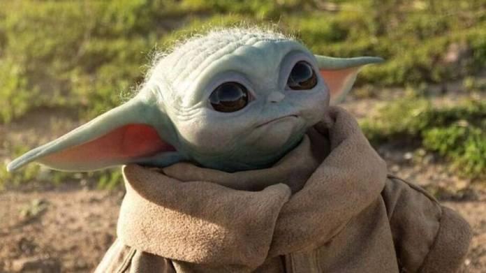 Baby Yoda é flagrado curtindo um som nos bastidores de 'O Mandaloriano'
