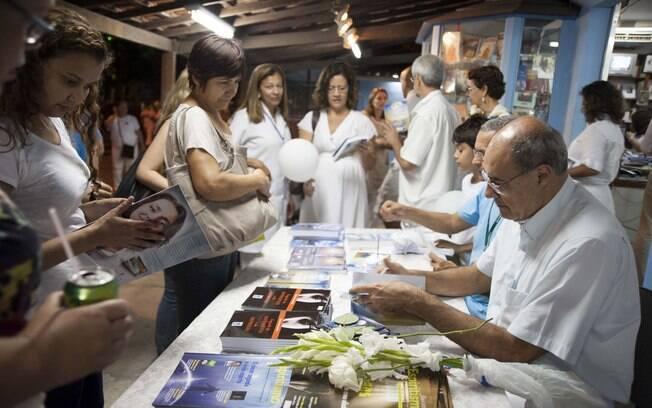 Também há lançamentos de livros espíritas. Foto: Selmy Yassuda