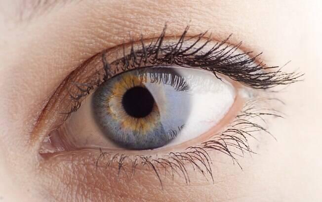 Erro: aplicar o repelente nas áreas próximas das mucosas (olho, nariz e boca). Foto: iStock