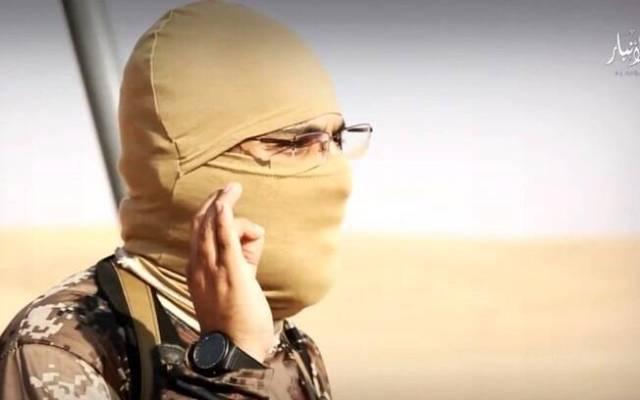 Liderança do Estado Islâmico discursa pouco antes de chamas serem acesas no deserto
