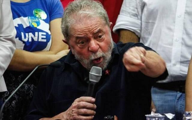 O ex-presidente Lula nega todas as acusações contra ele e se diz vítima de perseguição política