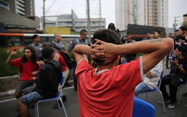 Para Alexandre de Moraes, secretario da SSP, estudantes descumprem Constituição ao não desobstruirem a via. Foto: Renato S. Cerqueira/Futura Press - 02.12.15