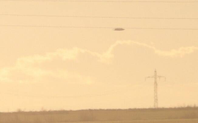 Imagens mostram caça militar perseguindo suposta nave alienígena