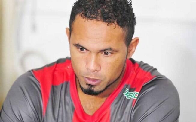Goleiro Bruno foi apresentado no Boa Esporte