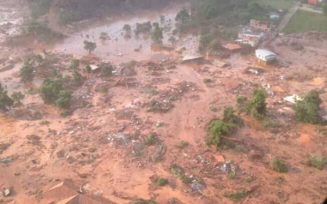 Devido ao mar de lama que se espalhou pela área, cerca de 2 mil pessoas precisaram deixar suas casas. Foto: Agência Brasil