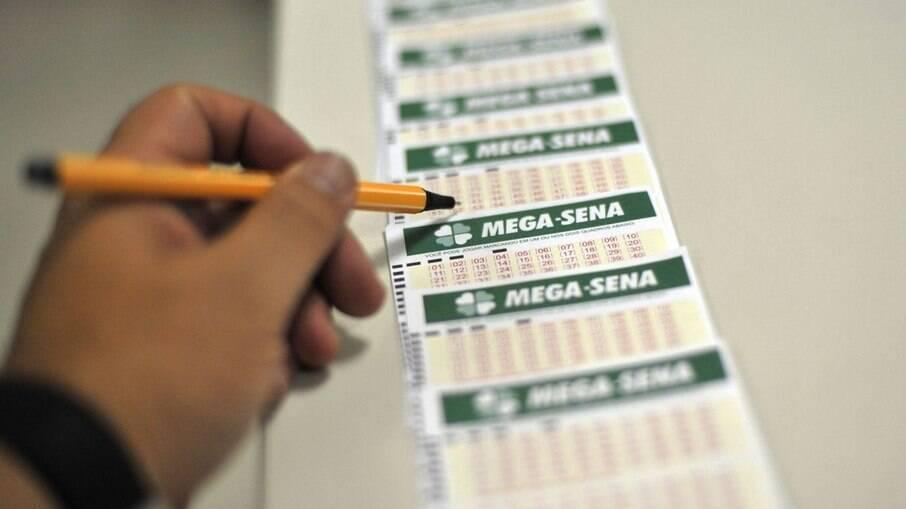Mega-Sena acumula e próximo sorteio deve pagar R$ 6,5 milhões neste sábado