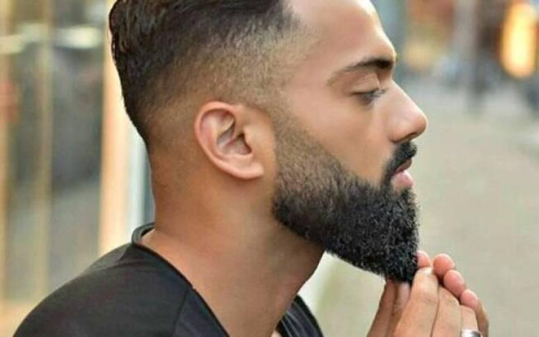 Degradê nos cabelos e na barba com esse modelo