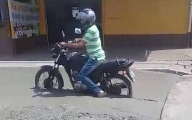 motoqueiro no cimento