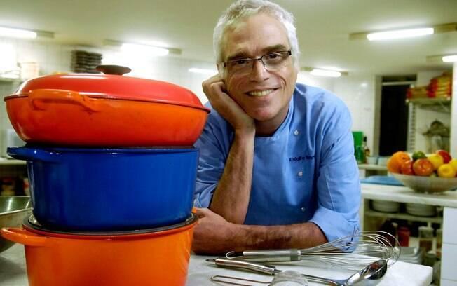 Ele está escrevendo dois livros e pretende voltar à TV com um programa de culinária