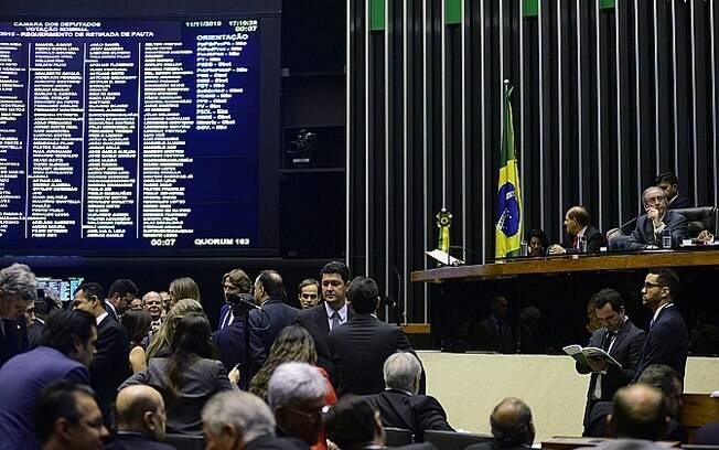 Deputados aprovam texto principal sobre dinheiro do exterior trazido para o Brasil