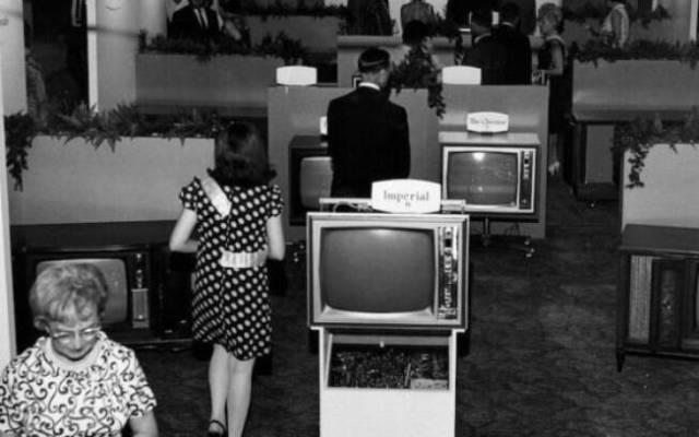 A CES abriu suas portas pela primeira vez há 50 anos com a TV preta e branca como sua grande estrela