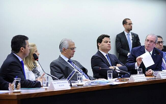 Cunha debate com o relator Marcos Rogério (à esquerda) durante depoimento ao conselho