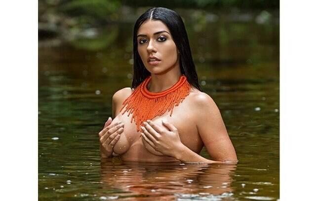 Cíntia Vallentim, conhecida como Índia Fitness, é a capa da Playboy de novembro de 2015