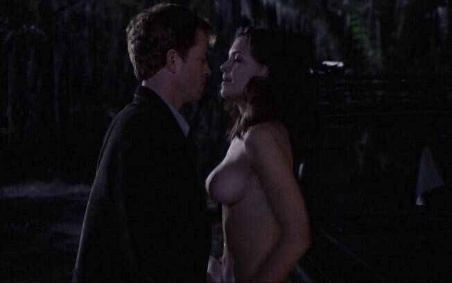 Katie Holmes tem fama de ser careta, principalmente depois de seu relacionamento com o ator Tom Cruise. No entanto, a gata já teve a sua fase mais 'rebelde' ao ficar nua em uma cena de 'O Dom da Premonição' (2000), de Sam Raimi . Foto: Reprodução