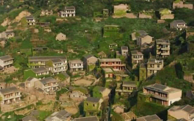 Vilarejo na China foi engolido pela natureza. Foto: Xie Yixuan