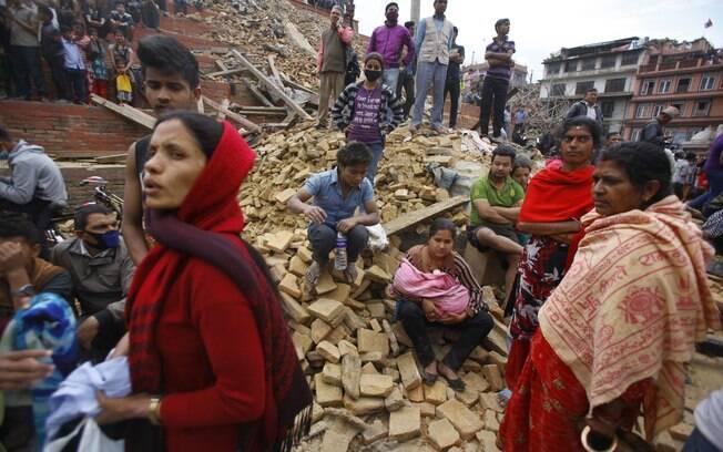Terremoto de 7,9 de magnitude deixa centenas de mortos no Nepal