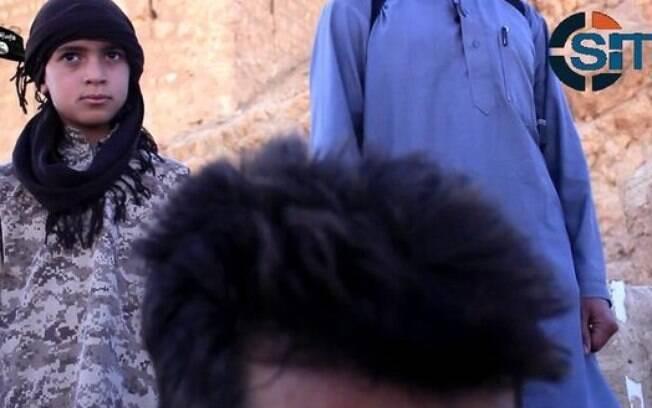 Criança decapita soldado em vídeo divulgado pelo Estado Islâmico