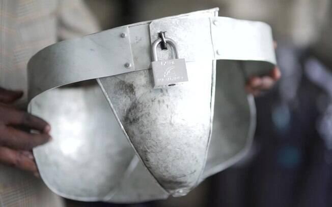 Polícia do país vem aumentando as apreensões de cerveja artesanal, que é queimada