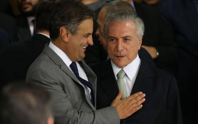 Presidente nacional do PSDB, Aécio Neves celebra posse interina de Michel Temer, na quinta-feira