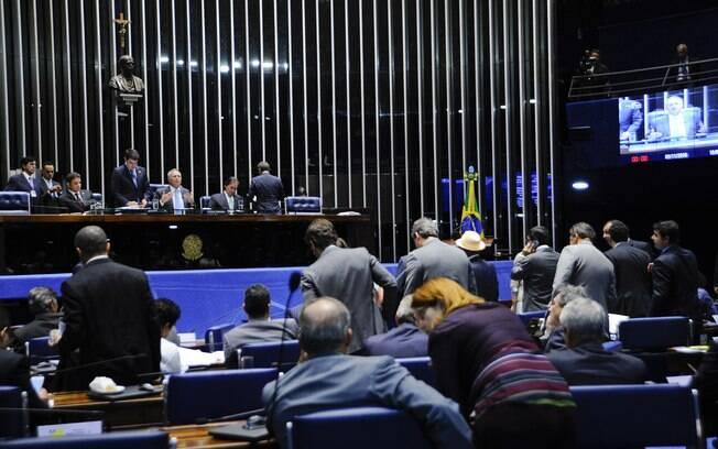 PEC prevê a criação de cláusula de barreira, forçando os partidos políticos a terem um número mínimo de votos