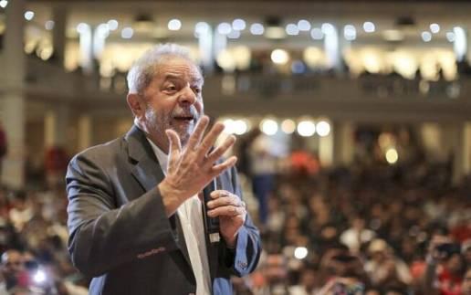 O ex-presidente Lula discursa para sindicalistas: eventos pró-PT têm ocorrido diariamente no País
