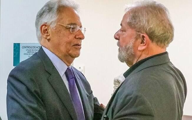 Os ex-presidentes FHC e Lula devem se encontrar para discutir o futuro da nação caso Temer seja deposto do cargo