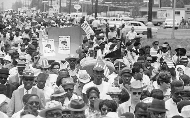 cd1lqdzum18jntuhprx74sp7p Brancos Aqui, Negros Pra Lá, e Rosa Parks no Meio