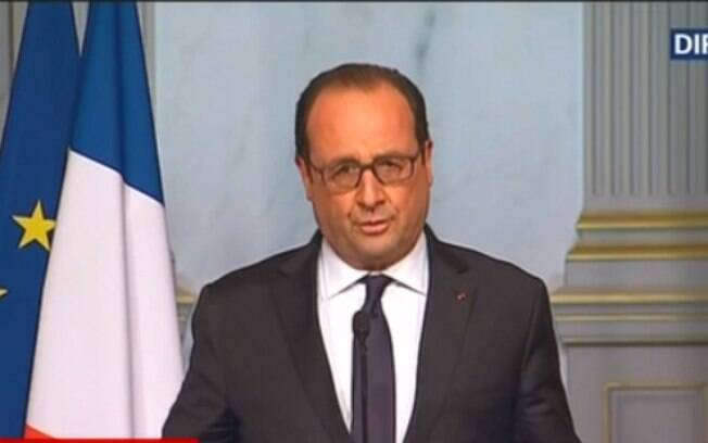 François Hollande promete caçar terroristas depois de ataque em Paris