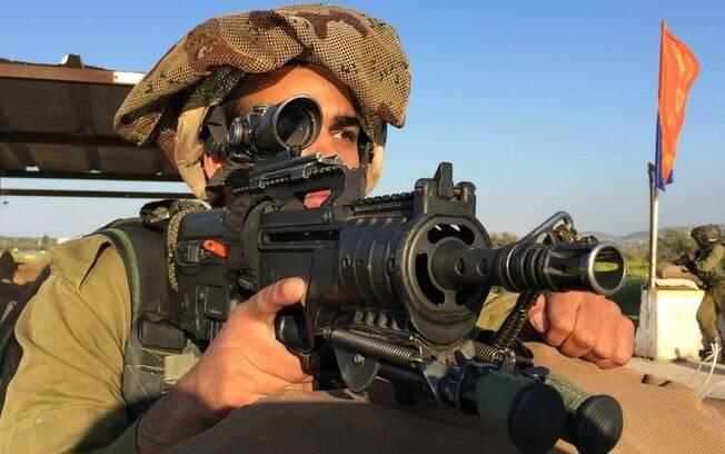 Soldados árabes muçulmanos da Gadsar servem na ocupação israelense na Cisjordânia