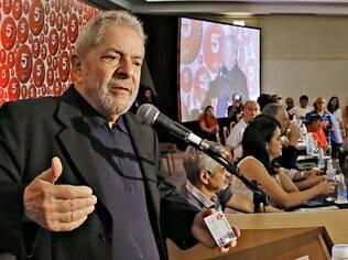 Ex-presidente Lula participa da campanha de lançamento de arrecadação do PT, em Salvador