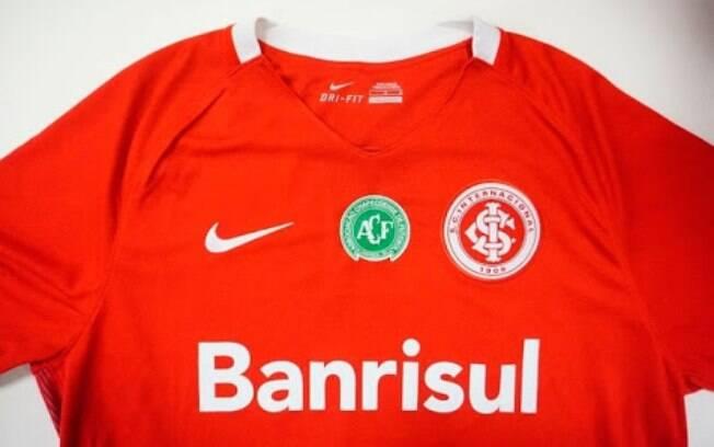 Inter colocou o escudo da Chape em sua camisa. Foto: Reprodução