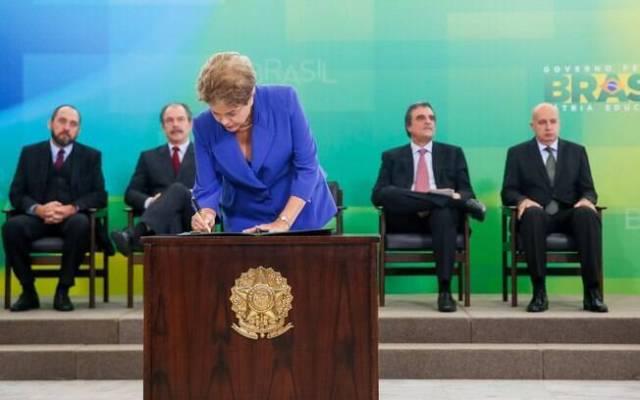 Presidente Dilma Rousseff diz que espera que medidas facilitem a discussão sobre a reforma política (17.03.15)