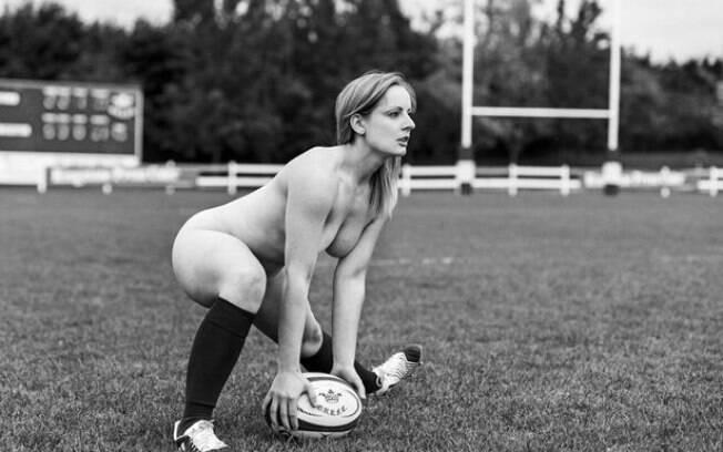 Jogadora do time feminino de rúgbi da Universidade de Oxford posa para calendário