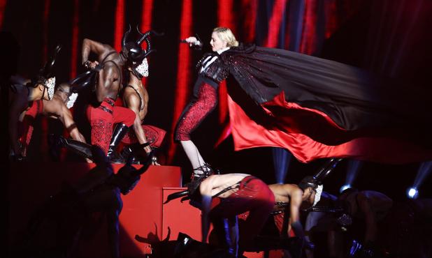 Madonna falls during Brit Awards