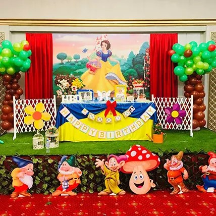 Online Snow White Theme Decor Gift Delivery In Uae Ferns N Petals