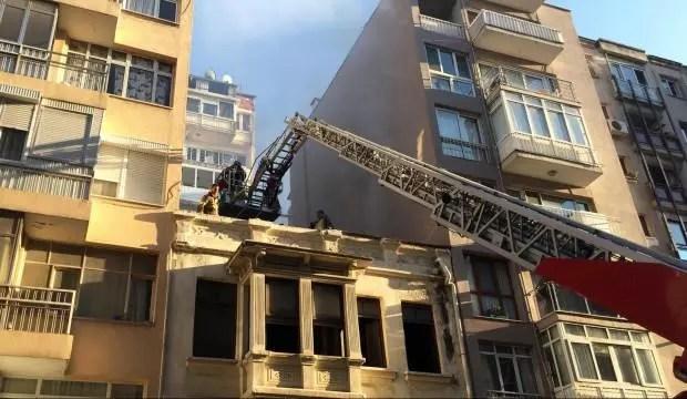 İzmir'de tarihi konutun çatısında yangın 1