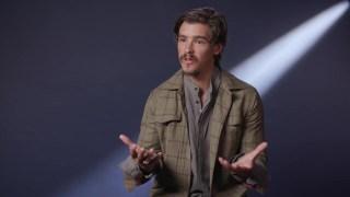 MTV News采访《泰坦》男主角Brenton Thwaites