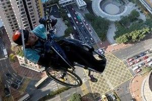 aventurier صيني من ذوي الاحتياجات الخاصة يتسلق ناطحة سحاب Actualités