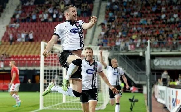 https://i2.wp.com/i1.irishmirror.ie/incoming/article8845306.ece/ALTERNATES/s615b/Football-Soccer-AZ-Alkmaar-v-Dundalk-FC-Europa-League-Group-Stage-Group-D.jpg