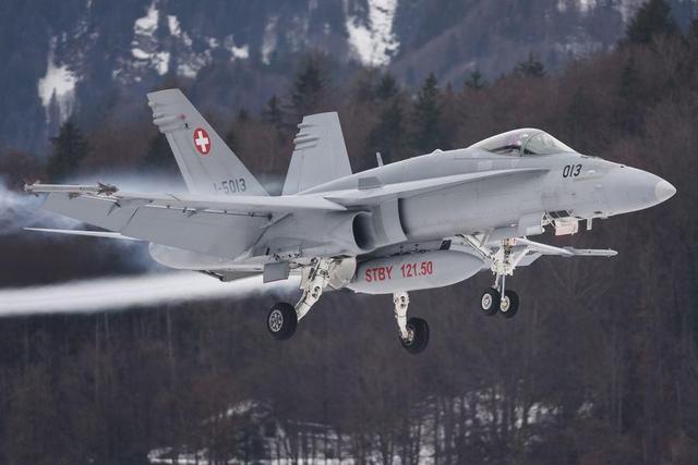 永久中立國瑞士 裝備的大黃蜂戰鬥機 - 每日頭條