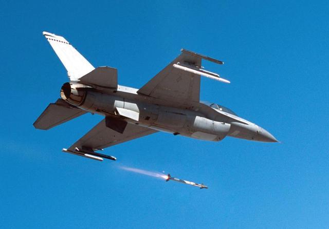 政府巨資研發的飛彈不如工程師車庫拼裝:AIM-9和空戰的那些事 - 每日頭條