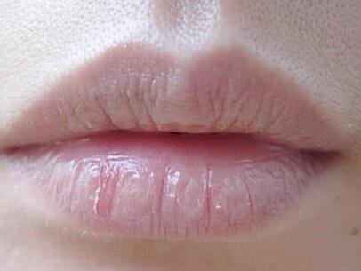 為什麼嘴唇老脫皮?8招教你恢復Q彈嘴唇 - 每日頭條
