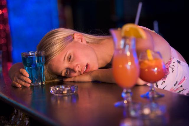 喝醉酒的定義是什麼?嘔吐就是醉了嗎? - 每日頭條