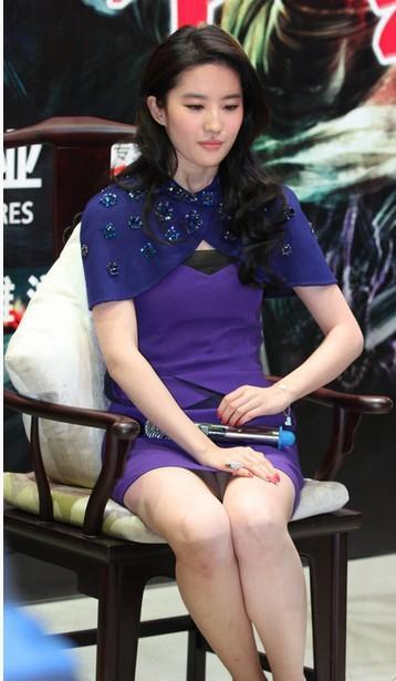 如今的劉亦菲喜在公開場合香艷露底的幕后隱情 - 每日頭條
