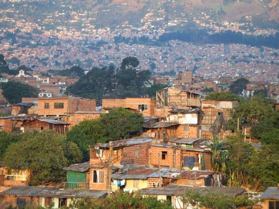 哥倫比亞貧民窟 黑幫猖獗少女像牲畜一樣買賣給遊客 - 每日頭條