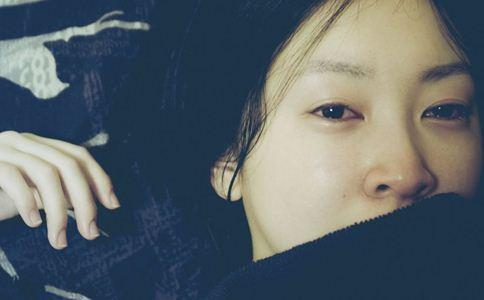 哭後眼睛腫怎麼消腫 消腫有9個妙招 - 每日頭條